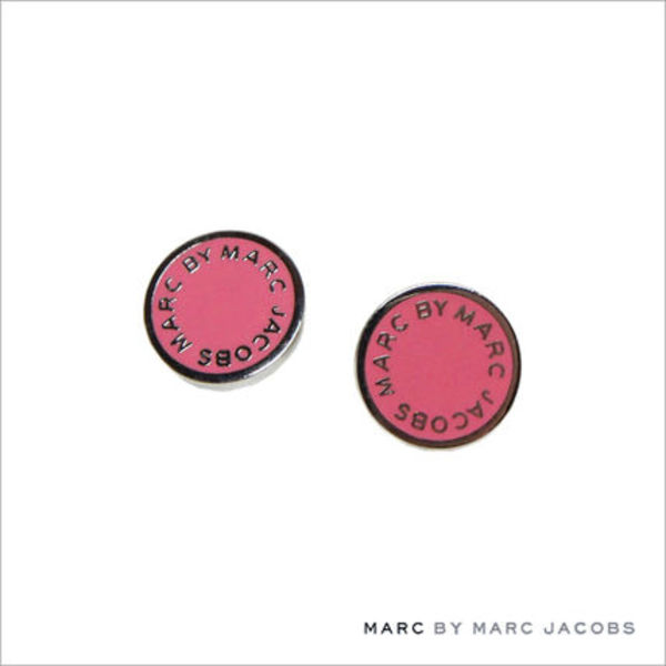 MARC BY MARC JACOBS/クラシックマーク エナメル ロゴ ピアス