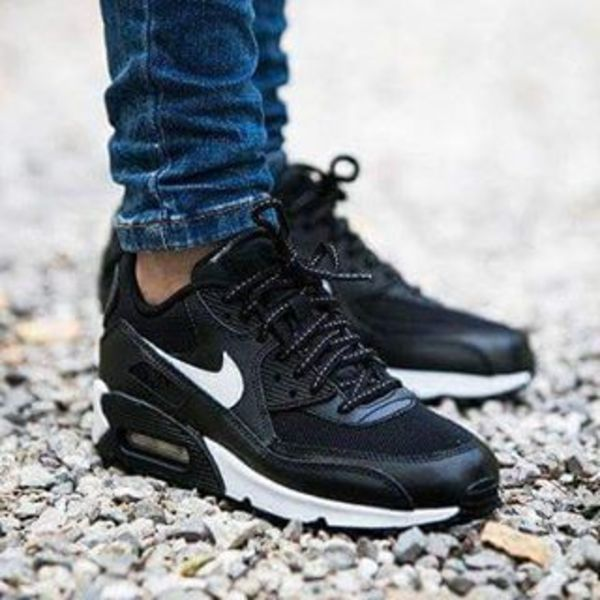 セレブ愛用 ☆ Nike Air Max 90 Black/Summit White