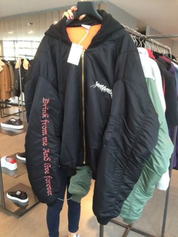 3代目登坂愛用【VETEMENTS】新作16AW OVERSIZED BOMBER JACKET