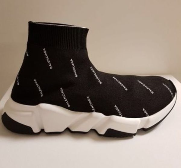 入手困難【BALENCIAGA】人気爆発Speed Trainer All Over Logo
