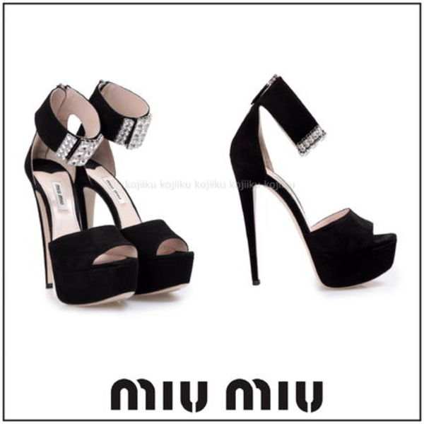 ○国内発送・関税込○MiuMiu○Embellished suede sandals