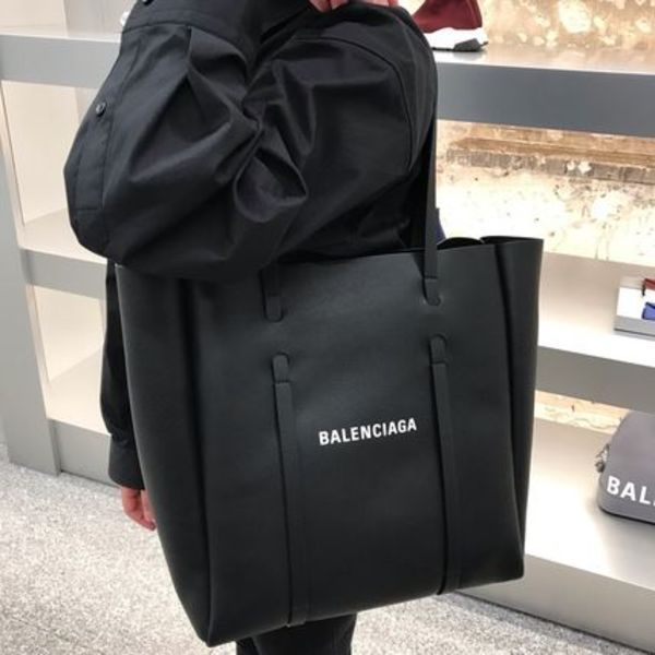 VIP SALE!【BALENCIAGA】Everyday Tote S ブラック Big Logo