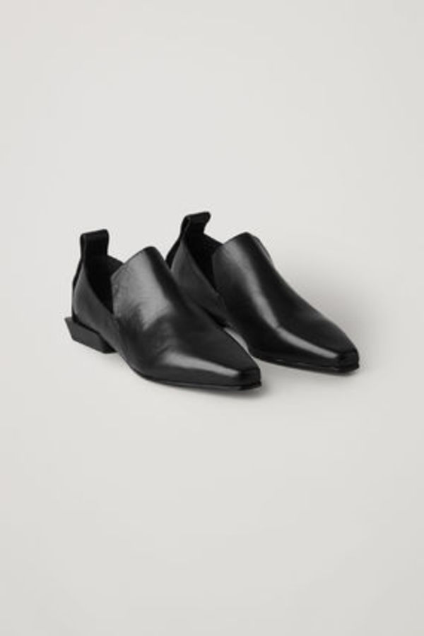 COS POINTED LEATHER LOAFERS ブラック