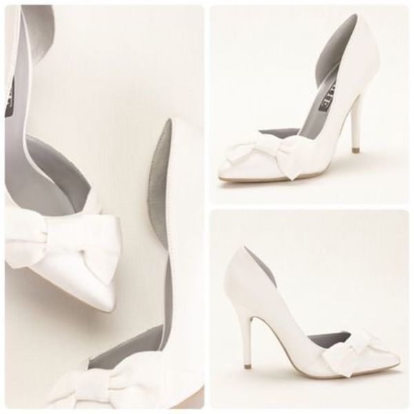 最安値★送料&関税込み★Vera Wang Closed Toe Pump with Bow