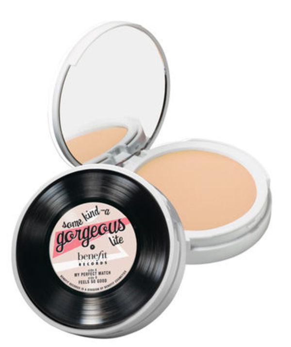 Benefit ファンデーション Some Kind-A Gorgeous