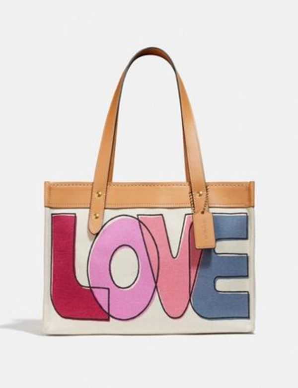 COACH☆ 現地セール! Tote 33 With Love ラブ プリントトート