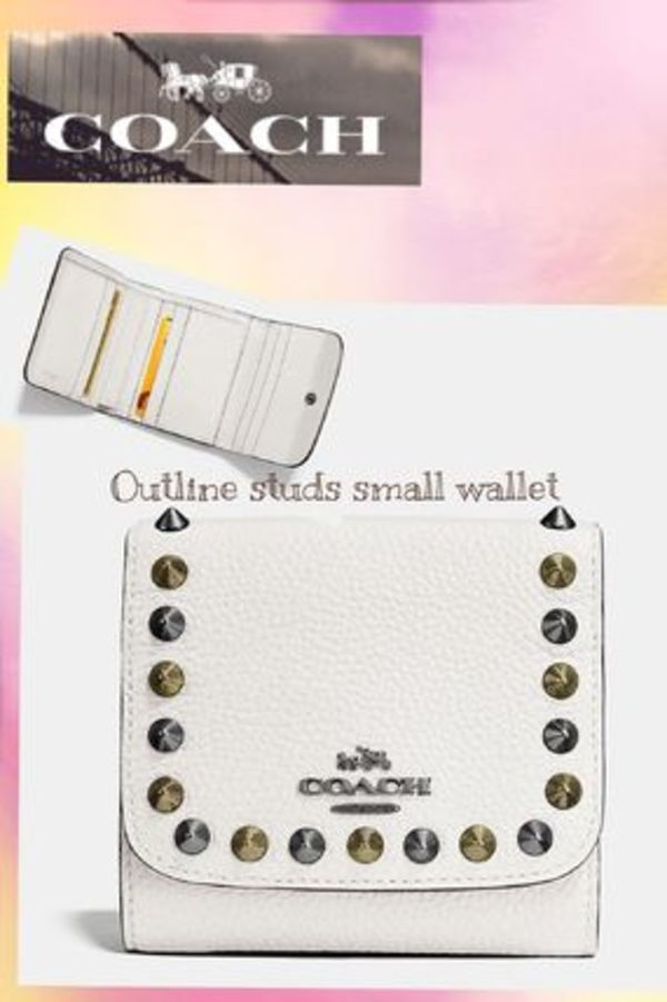 ☆在庫切れ間近!**新作☆**COACH OUTLINE studs small wallet