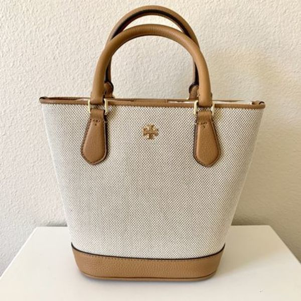 TORY BURCH Carter Canvas Small Bucket Tote キャンバストート