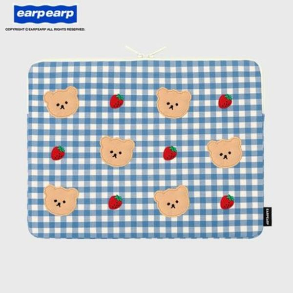 earpearp★韓国★人気 Dot strawberry check PC pouch 13/15inch