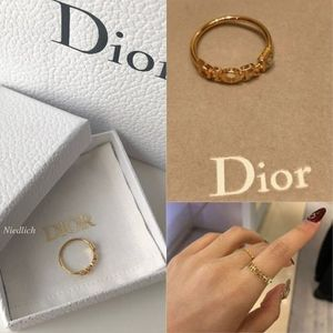 "☆Dior☆""Dio(r)evolution""ギフトにも♪DIORロゴ*リング*Gold"