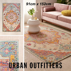 [Urban Outfitters]  Crystal Floral Tufted ラグ  91×152cm