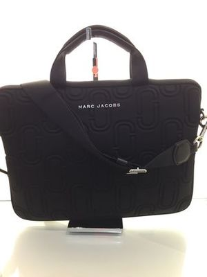 新作[MARC JACOBS] Neoprene 13インチ PCケース 黒