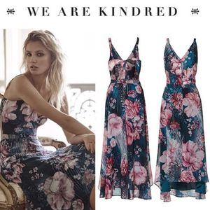 !!SALE!!【WE ARE KINDRED】ミッドナイトフラワー背中開きドレス