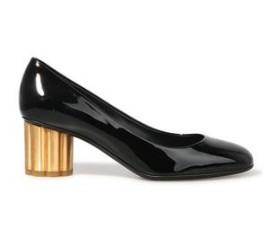 【関税負担】 FERRAGAMO  PUMPS