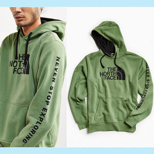 【NORTH FACE】US限定★特価 ロゴ&袖プリント メンズパーカー