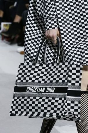 2018 DIOR★限定アイテム今なら入手間に合うかも★RUNWAY TOTE