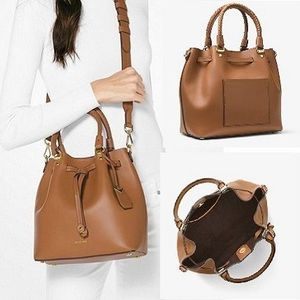 マイケルコース MICHAEL KORS Blakely Leather Bucket Bag