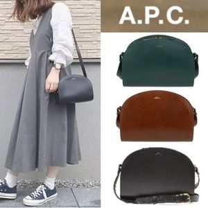 A.P.C.(アーペーセー) ハーフムーンバッグ