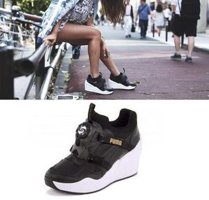 ローラ愛用☆ PUMA☆  インヒール TRINOMIC DISC WEDGE LUXE
