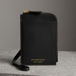 【Burberry】Trench Leather Ziparound Passport Holder 黒