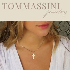 送料/関税込【TommassiniJewelry】 Delicate Cross Necklace