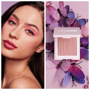 KYLIE x STORMI Collection★チーク Flutter in Love Blush 2020